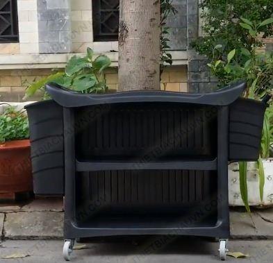 Xe đẩy dọn vệ sinh thu gom đồ dơ ba tầng bằng nhựa