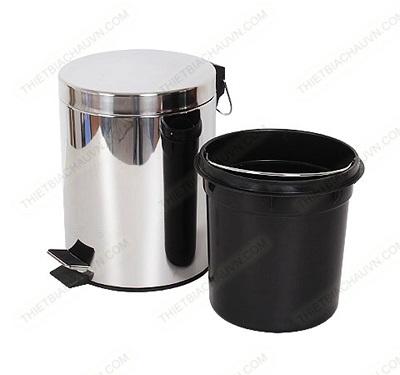 Thùng rác inox đạp chân trong nhà bếp và phòng tắm