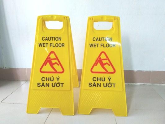 Biển cảnh báo sàn ướt bằng nhựa hình chữ A
